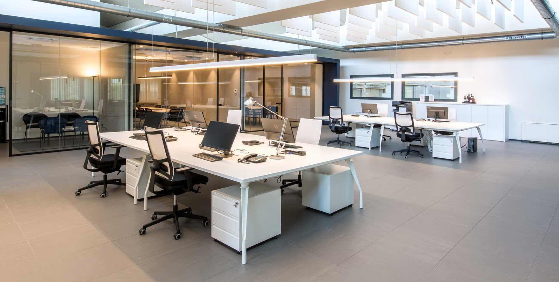 Dinamico operative desks with flat iron legs