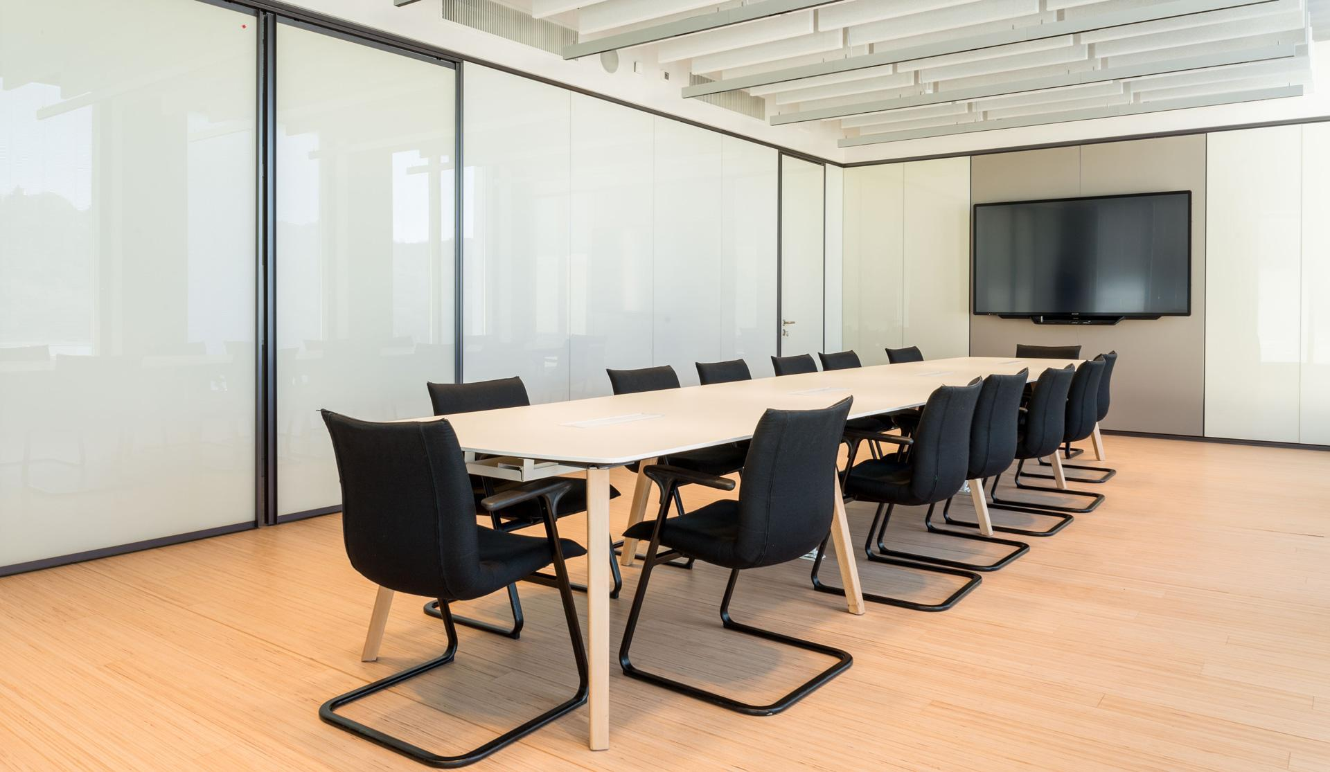 Dinamico wooden conference tables