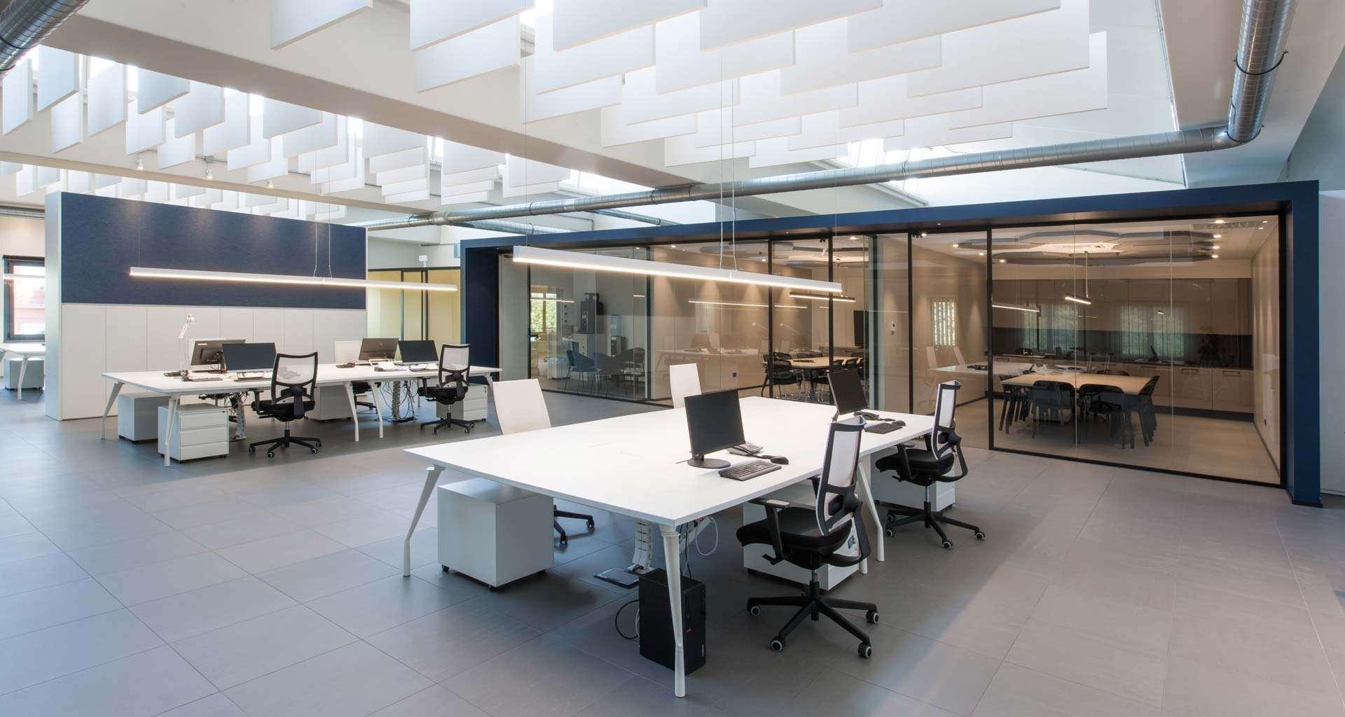 Dinamico operative desks