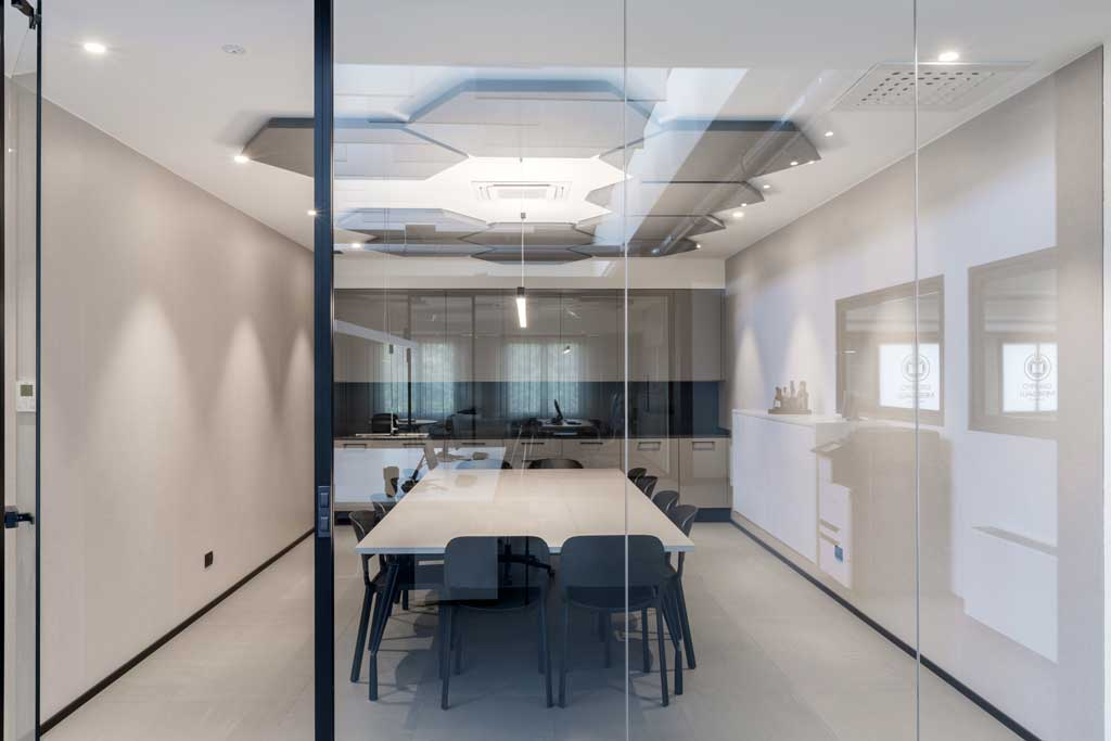 conference room realized trough P600s double-glazed wall