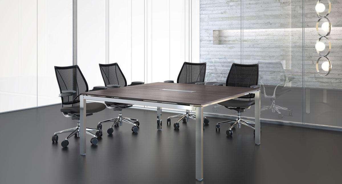 tavolo meeting in noce del sistema d'arredo per ufficio Cartesio